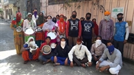 दशमेश नगर वासियों ने प्रशासन से सहायता मांगी