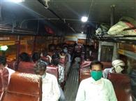 बांदा में फंसे 23 लोगों को रोडवेज बस से घर भिजवाया