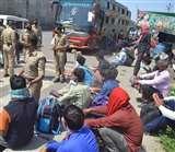 गाजियाबाद से लखनऊ जा रही बस पकड़ी, ठूस-ठूस कर भरे 120 यात्रियों को देख दंग रह गए अफसर