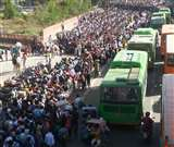 Lockdown effect: क्यों सड़क पर उतरने को मजबूर हुए हजारों लोग? भावुक कर देगी पैदल लोगों की आपबीती