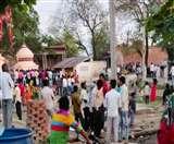 Agra Lockdown Update Day 4: ये है हाल, न मास्क और न एक मीटर की दूरी, CoronaVirus को दे रहे खुला आमंत्रण