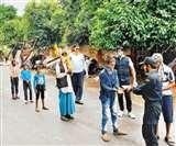 Kanpur Lockdown Day 4 : गरीबों और जरूरतमंदों की मदद के लिए बढ़े हाथ, इन नंबरों पर करें संपर्क