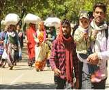 चंडीगढ़ से प्रवासी मजदूरों का पलायन शुरू, TV पर अपनों को घर आता देख रो पड़े गांव के बड़े बुजुर्ग