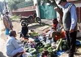 Prayagraj Lockdown Day 4 : फल, सब्जी की फुटकर मनमानी कीमत पर अभी अंकुश नहीं Prayagraj News