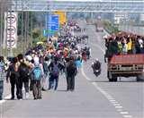 छोटे दिल की निकली दिल्ली : यूपी की सरहद पर पलायन करने वालों की भीड़ और सिर पटकती संवेदनाएं