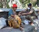 Uttarakhand Lockdown Day 4 : जिसे आप भ्रष्ट और घूसखोर पुलिस कहते थे वह गरीबों और बेसहारों के लिए भगवान हो गए