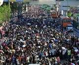 लॉकडाउन: आनंद विहार बस स्टैंड पर जमी भीड़, कई राज्य जाने वालों का लगा रेला; देखिए हैरान करने वाली तस्वीरें