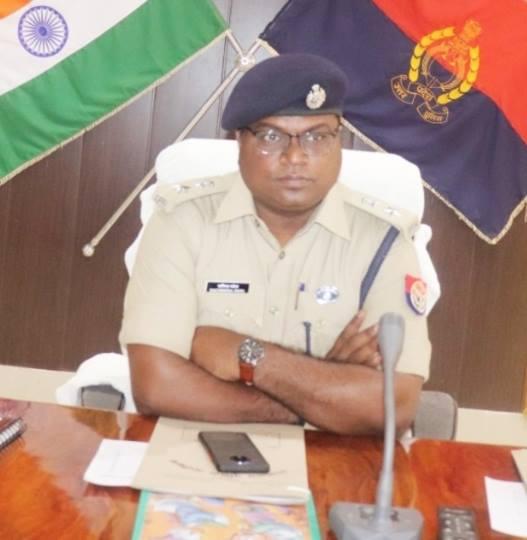 एसपी सचिंद्र पटेल के पर्यवेक्षण में और हाटा कोतवाल जयप्रकाश पाठक और पुलिस टीम 24 घंटे के भीतर घटना का खुलासा करते हुए घटना को अंजाम देने वाले चार अपहरणकर्ताओं को गिरफ्तार कर लिया