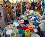 Lockdown में हॉटस्पॉट इलाकों में भी पेयजल संकट, सुबह से ही मारामारी Aligarh News