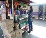 रेलवे के खानपान वेंडरों ने दुकान खोलने से खड़े किए हाथ, यात्रियों की हुड़दंग और लूटपाट से हैं तंग