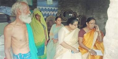 राज्य महिला आयोग की अध्यक्षा ने पीड़ित मां-बेटी से ली घटना की जानकारी