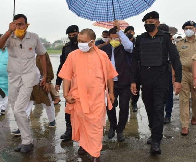 CM Yogi Adityanath in Ayodhya: सीएम योगी आदित्यनाथ पहुंचे अयोध्या, राम मंदिर निर्माण का लेंगे जायजा