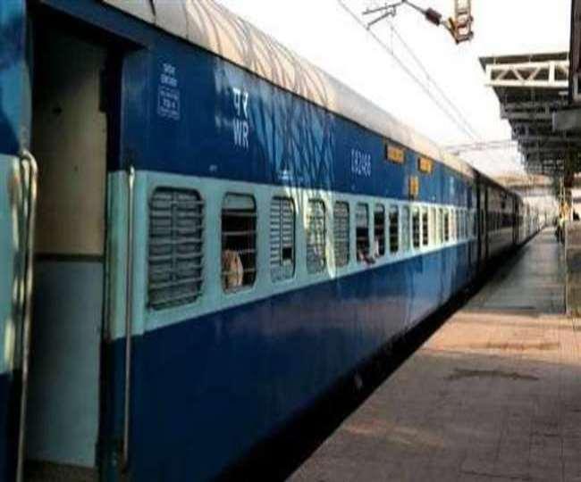 Moradabad railway news : लापरवाही बरतने के आरोप में स्टेशन मास्टर समेत दो निलंबित