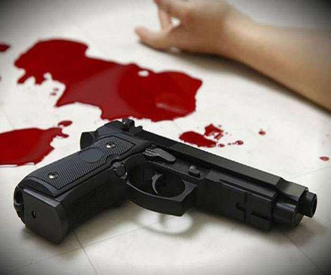 Double Murder in Varanasi : वाराणसी में दिन दहाड़े गोलियों से छलनी कर दो की हत्या, एक की हालत गंभीर