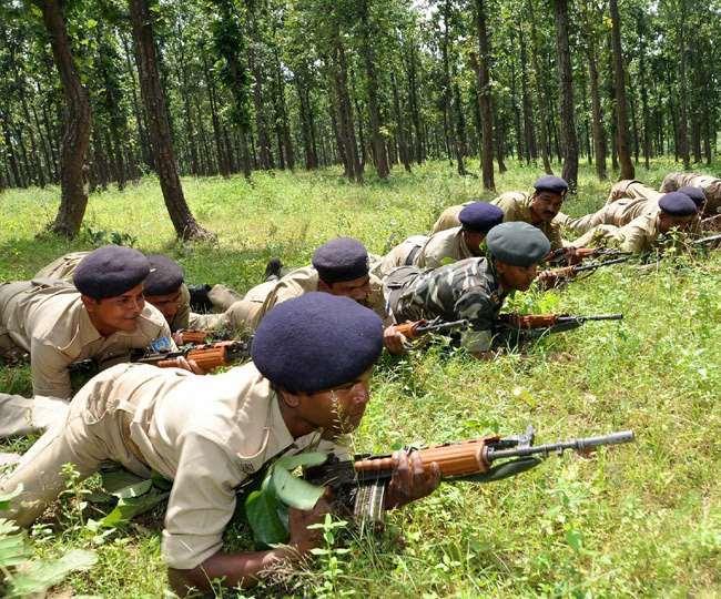 बीजापुर में नक्सलियों के विरुद्ध पुलिस और सुरक्षा बलों का सर्च ऑपरेशन।