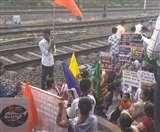 Bharat Bandh Live: CAA, NRC और EVM के खिलाफ भारत बंद, मुंबई में रोकी गई लोकल ट्रेन