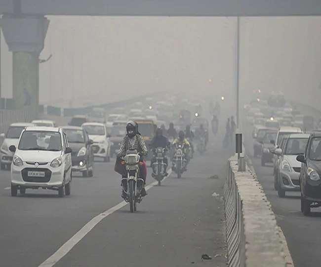 आज सुबह दिल्ली के कई इलाकों में कोहरा छाया रहा। (फोटो एएनआई)
