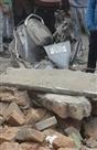 मस्जिद की दीवार गिरी, युवक घायल