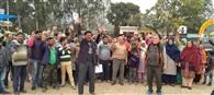 पुरमंडल से डिग्री कॉलेज शिफ्ट करने के विरोध में प्रदर्शन