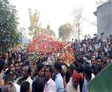 वाल्मीकिनगर सांसद बैद्यनाथ महतो को दी गई अंतिम विदाई, दर्शन को उमड़ी भीड़, सबकी आंखें नम...