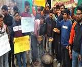 उत्तराखंड के बेरोजगारों ने तले पकोड़े, सरकार के खिलाफ जताया आक्रोश