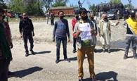 कॉपी)-जेएंडके जाने के लिए लखनपुर में इकट्ठा हुए डेढ़ हजार लोग, 50 को पठानकोट वापस भेजा