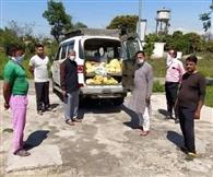 मजदूरों व गरीब परिवारों को बांटा राशन