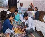 Curfew in Jalandhar: लोकल से लेकर विदेश तक की जानकारी ले रहे हैं प्रॉपर्टी कारोबारी अशोक