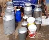 यहां 10 रुपये लीटर भी नहीं बिक रहा दूध, निराश पशुपालकों ने नाली में बहाया; मुफ्तखोरों में मची होड़