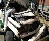 Road accident in jaunpur : बाइक को बचाने में बोलेरो खड़ी ट्रक में घुसी, दो गम्भीर रूप से घायल