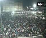 Lockdown: दिल्ली से पलायन पर शुरू हुई सियासत, सिसोदिया ने दिया यूपी सरकार को जवाब