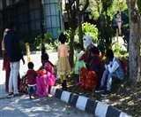 Lockdown: रोते-बिलखते लोगों को देखकर पिघली दिल्ली, लोग बोले- 'हम सब एक हैं'