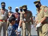 PositiveIndia : इटावा में पीएसी चला रही ऑपरेशन सहयोग, कानपुर में पुलिस भर रही गरीबों का पेट