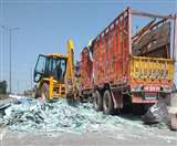 वेरका मिल्क प्लांट फ्लाईओवर कमानी टूटने से ट्रक पलटा, ड्राइवर की बची जान