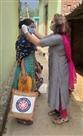ग्रामीणों को मास्क व साबुन वितरित