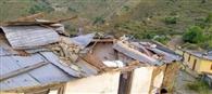 धारी कलोगी में आंधी से उड़ी स्कूल की छत