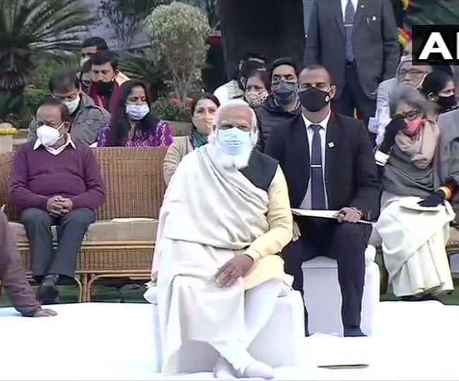 प्रधानमंत्री मोदी ने शनिवार को गांधी स्मृति में महात्मा गांधी की 73वीं पुण्यतिथि पर आयोजित प्रार्थना सभा में भाग लिया।