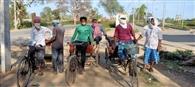 रांची से सीतामढ़ी तक के सफर पर रिक्शे से चले छह मजदूर