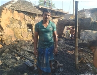 महेशपुर में पांच घरों में लगी आग