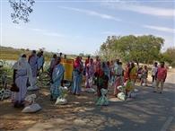 कुड़मा पंचायत के गरीब व असहाय परिवारों के बीच मुखिया ने किया चावल वितरण