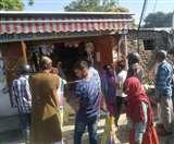 Uttarakhand Lockdown day 6: लॉक डाउन के तहत दून में सुबह सात बजे से खुली दुकानें, खरीदारी को उमड़े लोग