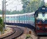 Indian Railways: कोरोना संकट के बीच रेलकर्मियों को खुशखबरी, अप्रैल शुरू होते ही खातों में पहुंच जाएगा वेतन
