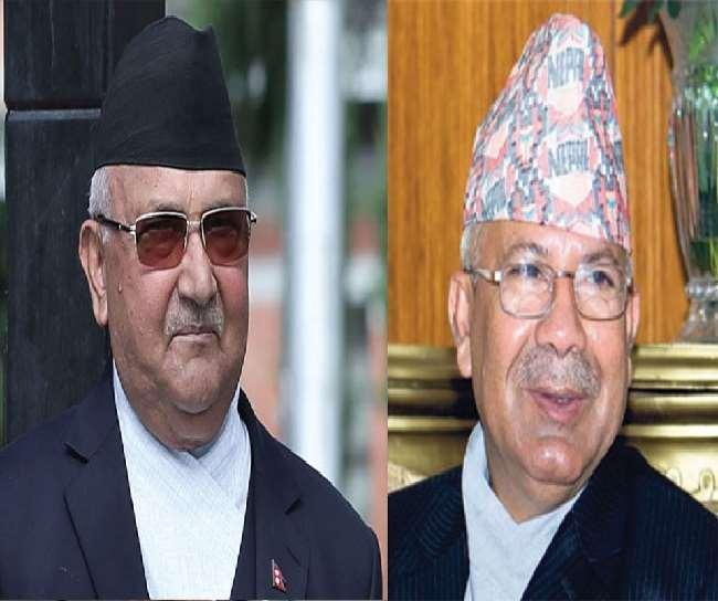 प्रधानमंत्री केपी शर्मा ओली पूर्व प्रधानमंत्री तथा पार्टी में प्रतिद्वंद्वी गुट के नेता माधव कुमार नेपाल