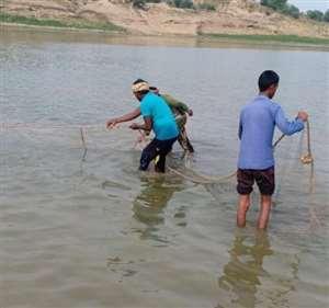 मछली का शिकार कर रहे युवक की नदी में डूबने से मौत