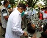 Lockdown 4: अस्पताल से लौटाए मरीज का स्वास्थ्य राज्यमंत्री ने स्ट्रेचर धकेलकर कराया इलाज,जानिए सिस्टम की हकीकत