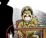 Lockdown 4: सस्पेंड होने के बाद फरार हुआ दारोगा, रिश्वत में शामिल बेखौफ हैं साथी Aligarh News