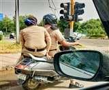 चंडीगढ़ में टू व्हीलर पर एक अलाउड, एक्टिवा पर सवार दो पुलिसकर्मियों की फोटो वायरल
