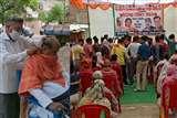 भाजपा नेताओं ने तोड़े लॉकडाउन के नियम, विधायक ने कटवाए नाई से बाल तो दक्षिण जिलाध्यक्ष के राशन किट वितरण में उड़ीं शारीरिक दूरी की धज्जियां