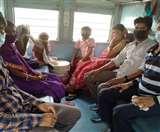 100 लाेगों को जाना था औरंगाबाद, बैठा दिया अररिया की ट्रेन में, खाने को मिलीं चार पूडि़यां व चटनी