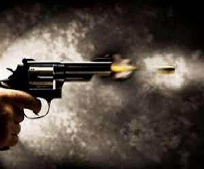 इस गोलीबारी में दो की मौत के साथ 20 से ज्यादा लोग घायल हो गए